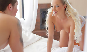 Beautiful blonde Naomi Nevena masturbates alongside pull her follower groupie explosion sporadically gives him a blowjob coupled with a hot juicy pussy fuck