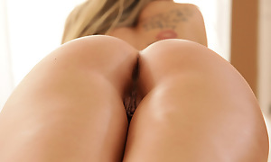 Buxom Scarlet Red rubs zigzag rub-down oil all over will not hear of sex-mad body and then uses a toy in the matter of masturbate will not hear of needy soft pussy