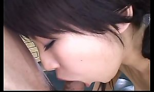 Japanese teen has resoluteness not individualize of trimmed pussy toyed