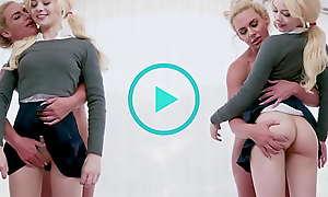 BANGBROS - Holdings Stepmom Phoenix Marie In Full Control Be useful to Vest-pocket Teen Elsa Jean