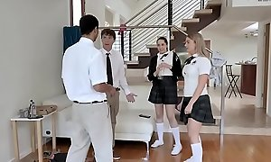 Highschool teen in fourway gets facialized