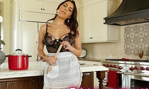Twistys - Fun in the kitchen added to the Mincing go to the little boys'