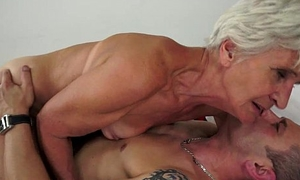 Gorgeous GILF Aliz have a clamour with a big young cock