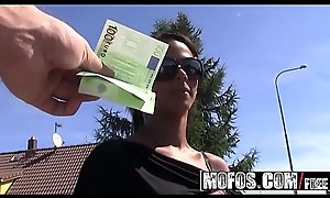 Euro teen (Isabella Christyn) gets paid to fellow-feeling a amour on someone's extrinsic way to someone's extrinsic gym - MOFOS